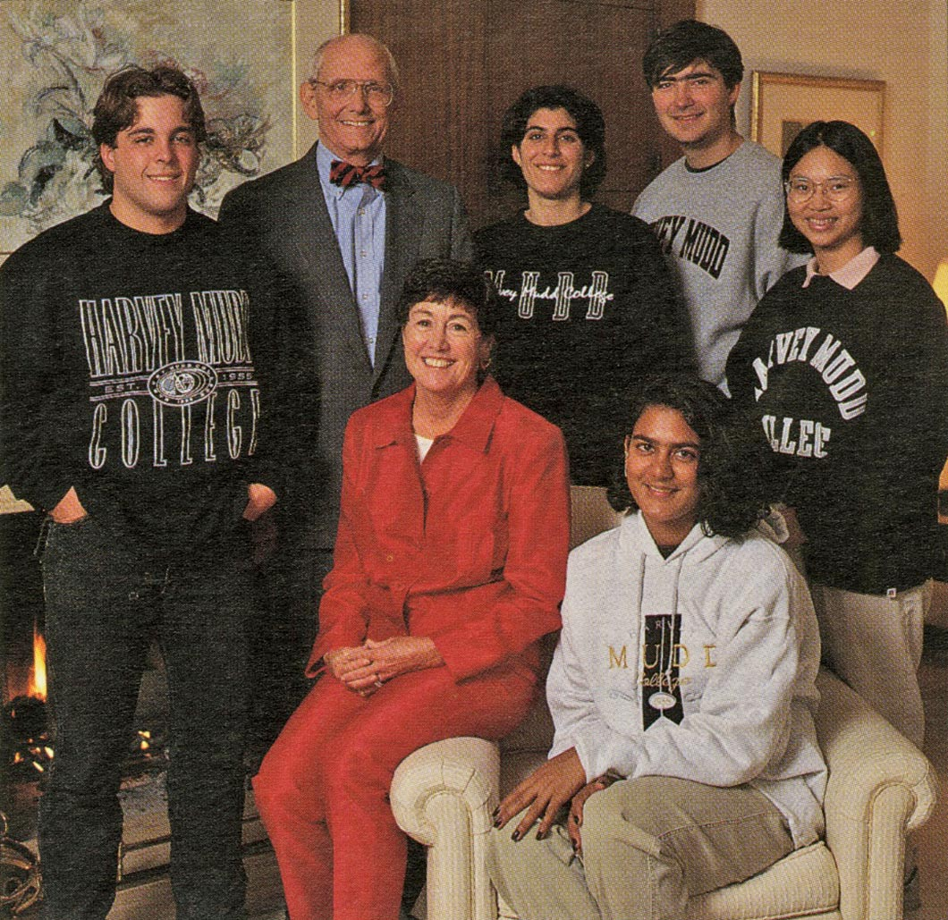 Students pose with Hank and Gayle Riggs in this 1997 photo. A memorial website for Hank Riggs is available at hmc.edu/hank-riggs.